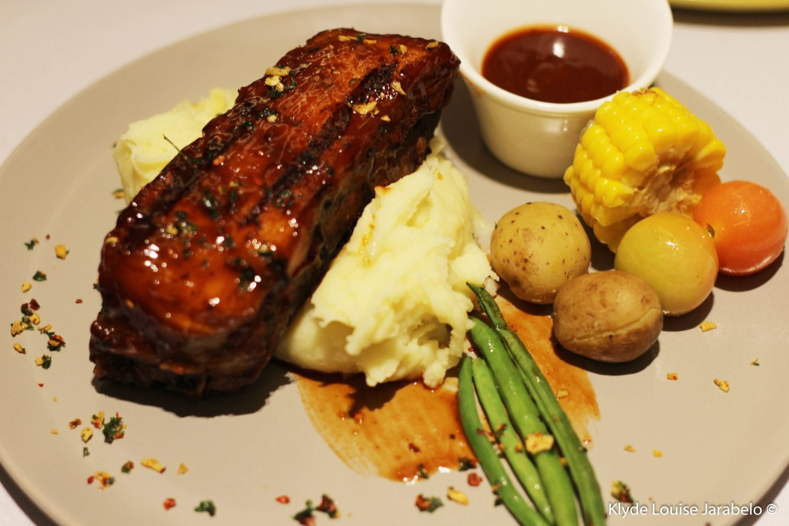 BBQ Baby Back Ribs with Mashed Potatoes